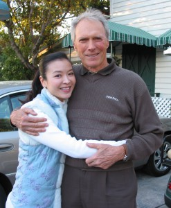我跟奇連(Clint Eastwood)有許多共通點﹕愛大自然、愛爵士樂、愛言出必行、愛我行我素、愛獨來獨往,是不折不扣的獨行俠。曾是卡梅爾州長的他,自言並不適合做州長,因他不喜歡笑面迎人。他問我為何不做明星,寧做寫作人,我對他說因為不用笑面迎人