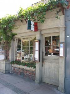 Little Napoli以home cooking style的傳統意大利餐館,地方雖小,但以口味和海鮮品質取勝,曾被投票選為全蒙特里巿(Monterey County),+大最有价值的餐館